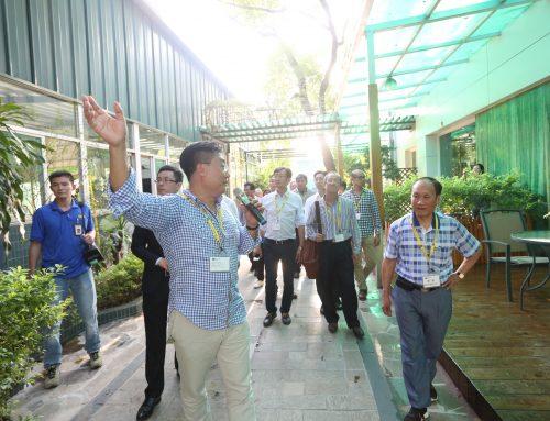 香港工業總會率團參觀工廠